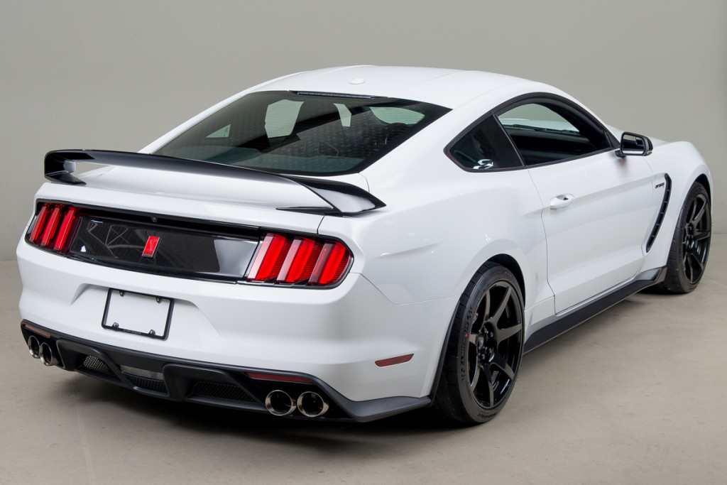 15 Shelby GT350R 06