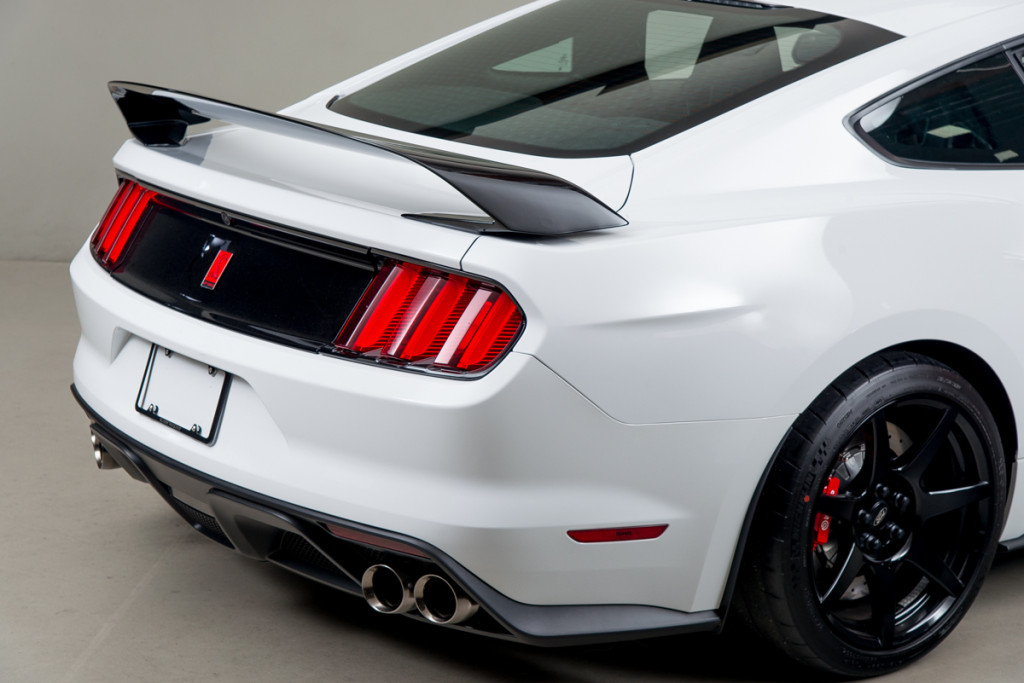 15 Shelby GT350R 39