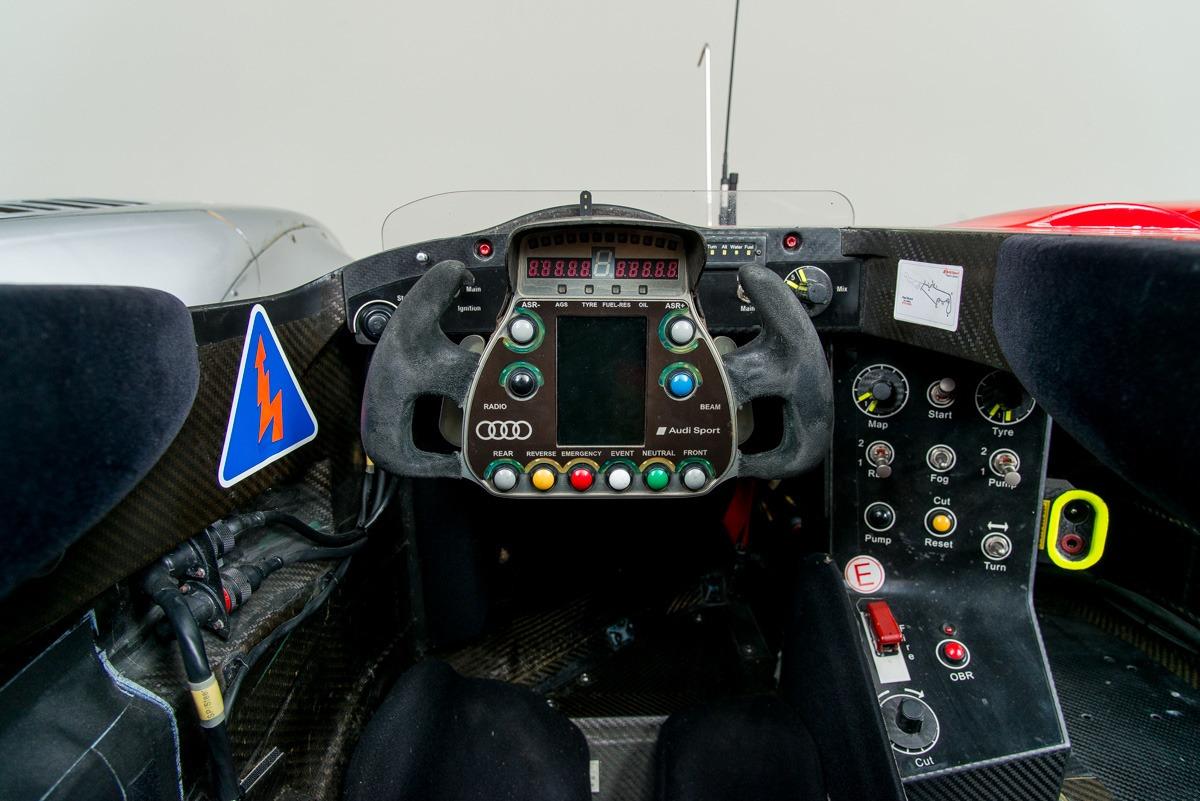 09 Audi R15 22