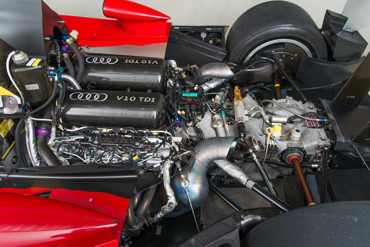 09 Audi R15 25