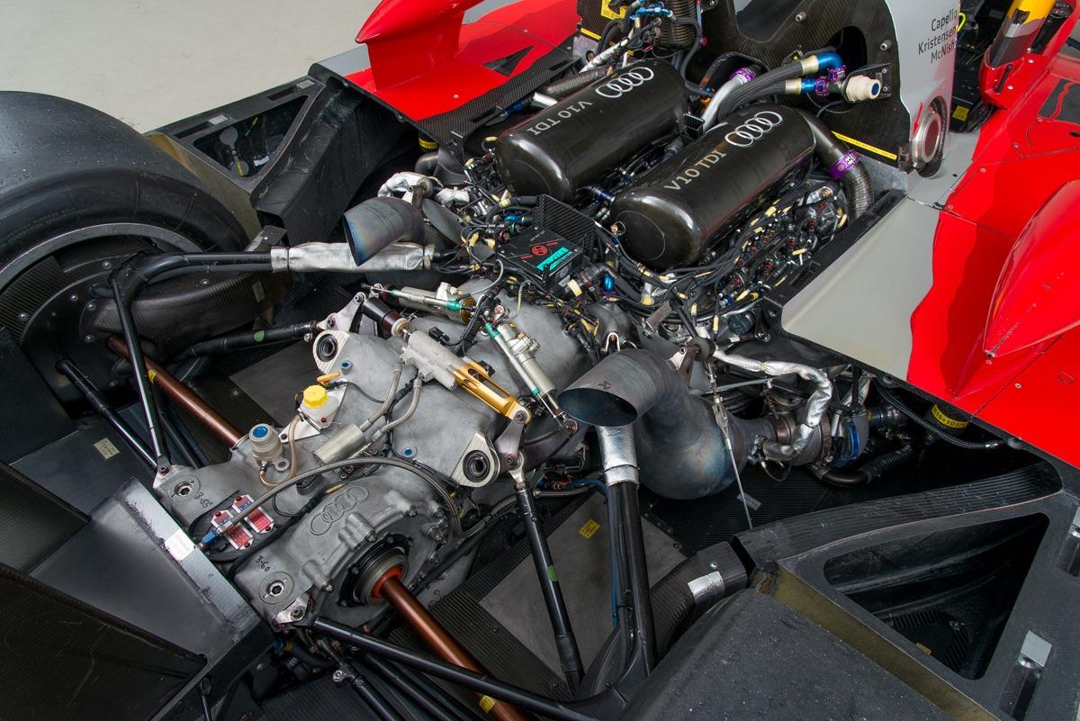 09 Audi R15 28