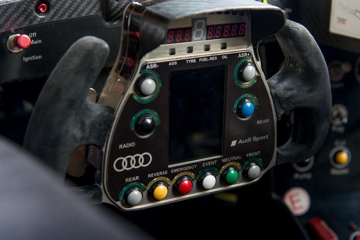 09 Audi R15 35