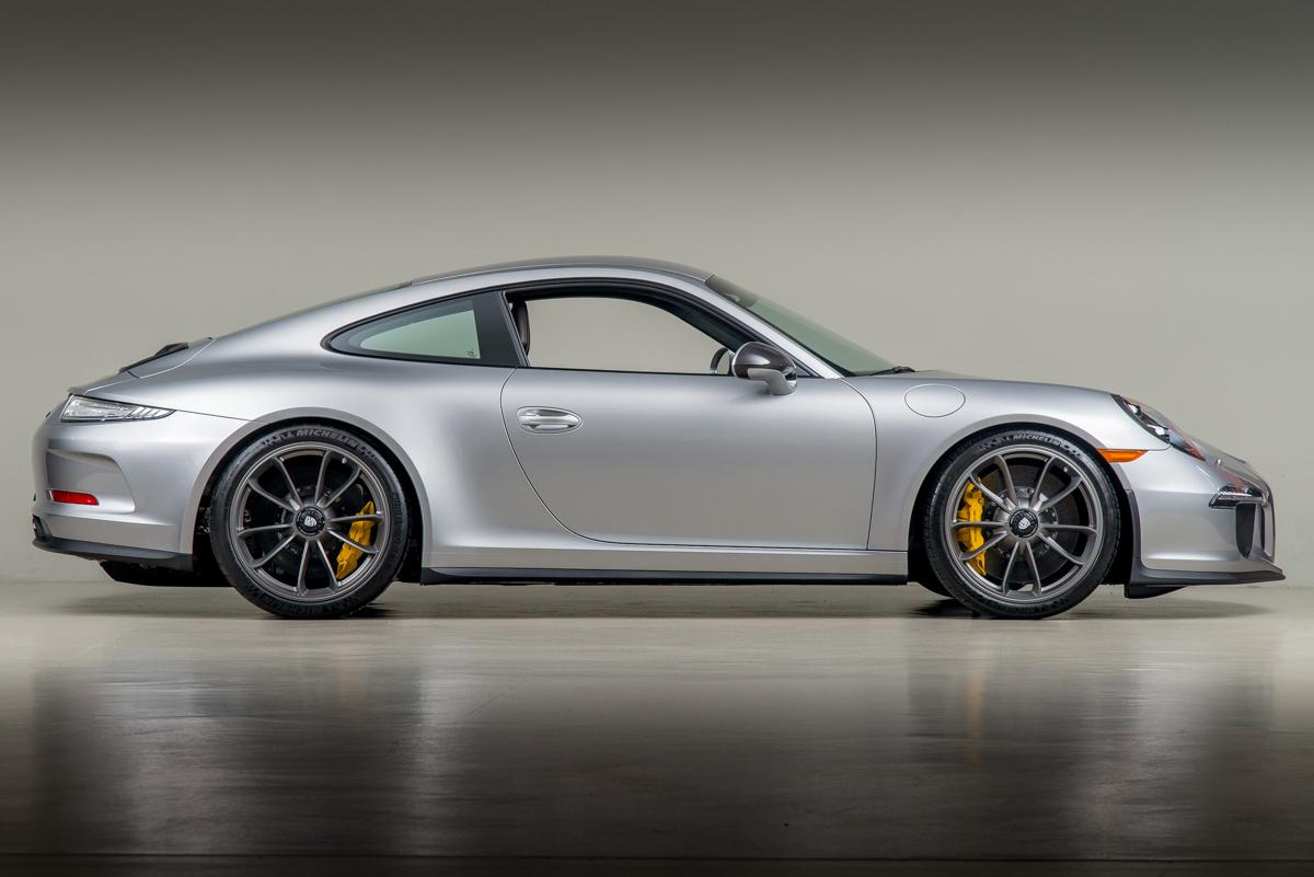 16 Porsche 911R 04