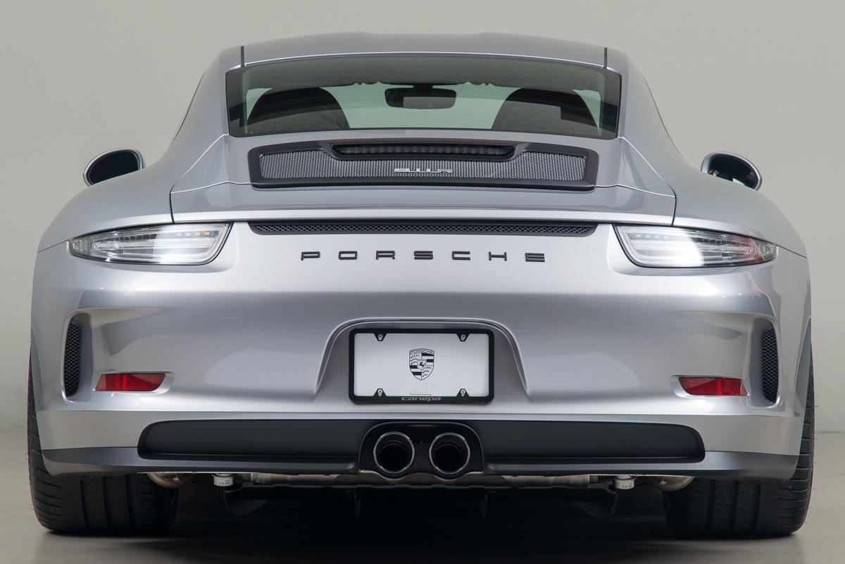 16 Porsche 911R 07
