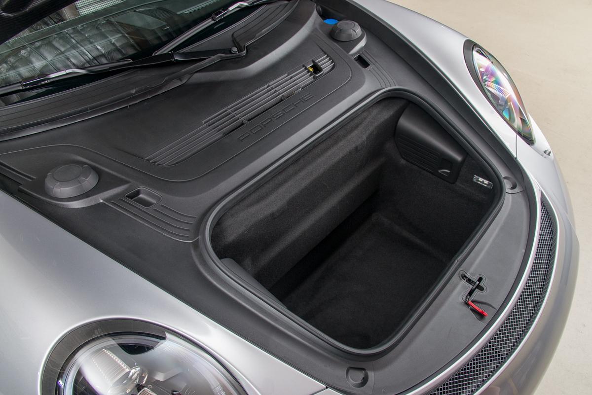 16 Porsche 911R 25