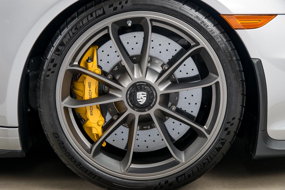 16 Porsche 911R 37