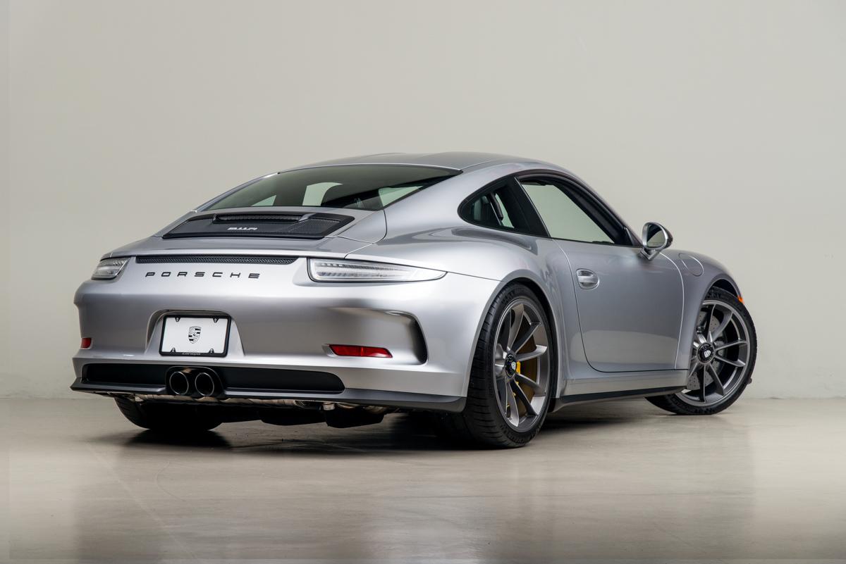 16 Porsche 911R 41