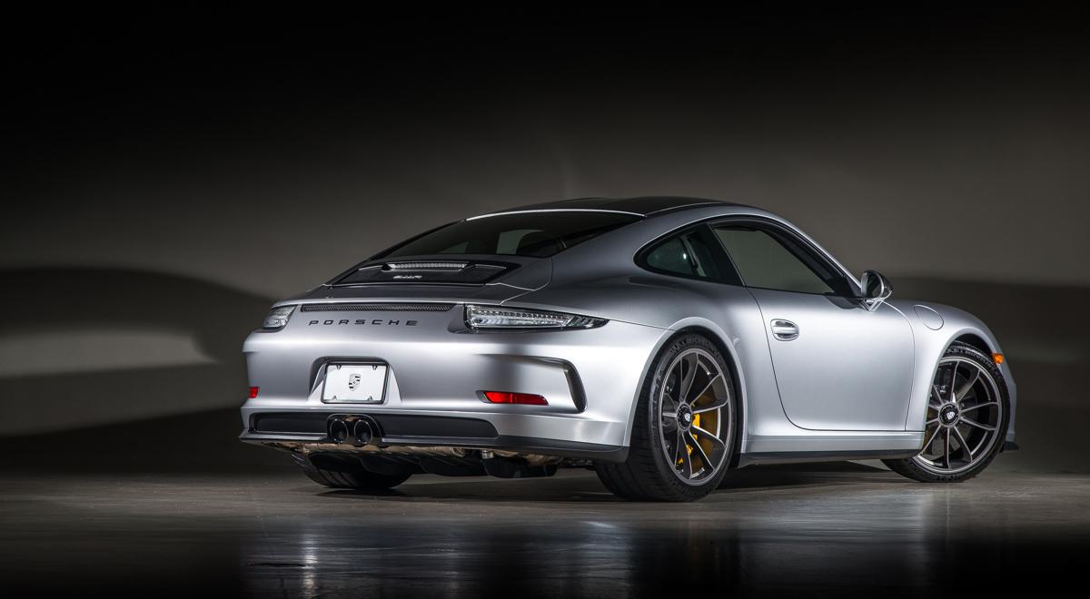 16 Porsche 911R 42