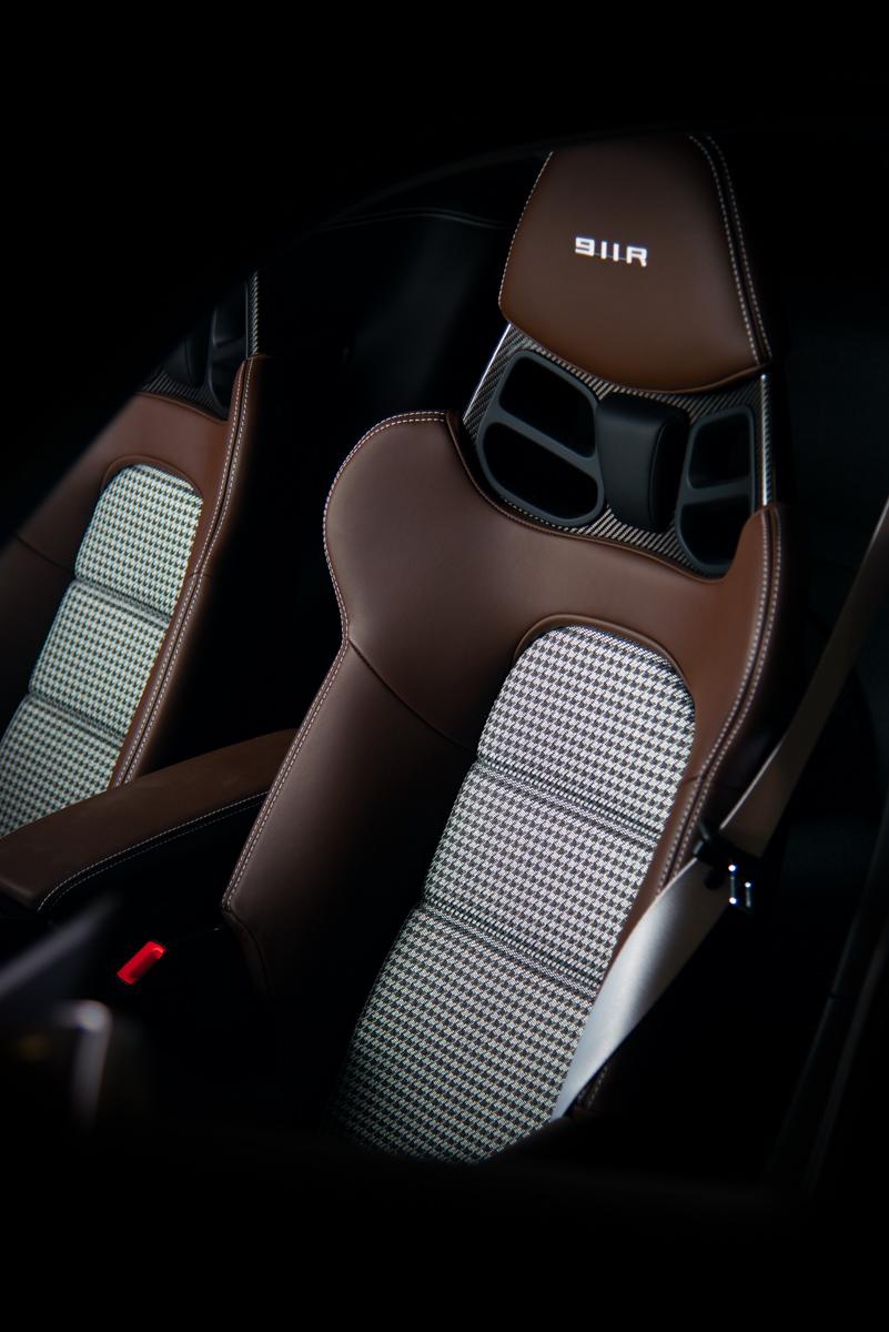 16 Porsche 911R 47