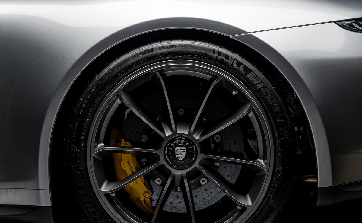 16 Porsche 911R 56